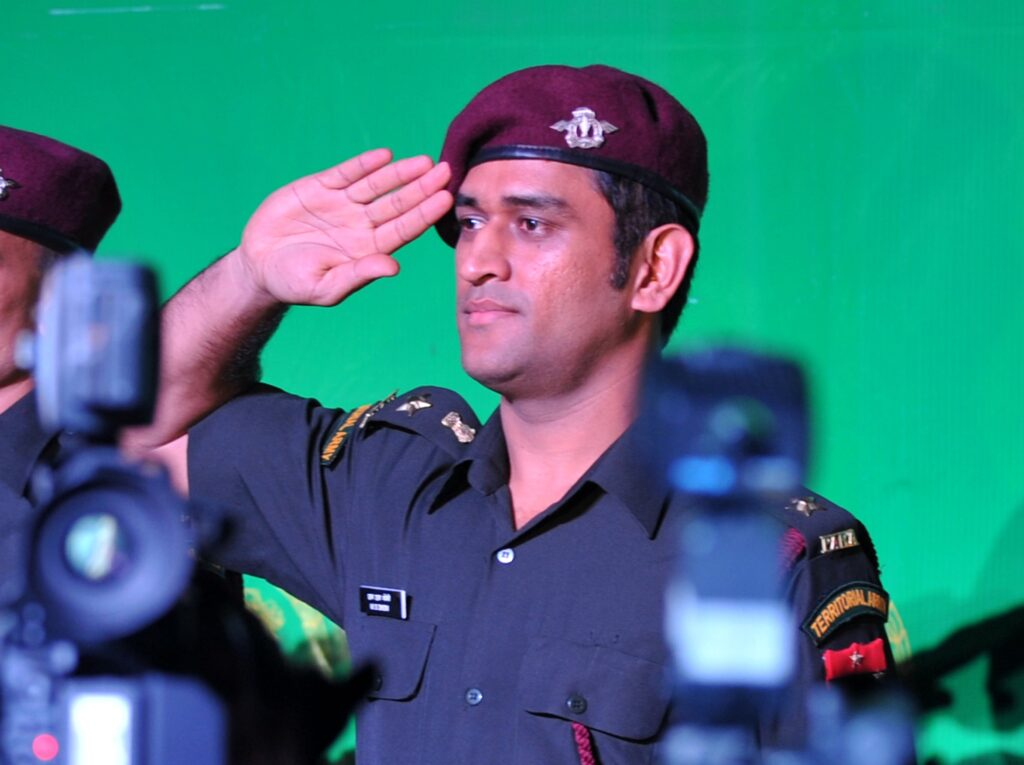 MS Dhoni leadership qualities - 8 Things to learn from CAPTAIN COOL - MS DHONI